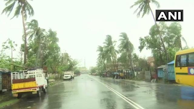 ओडिशा के पुरी में तेज हवाओं के साथ भारी बारिश शुरू, फेनी की आहट से सहमे कई राज्य