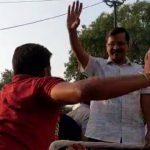दिल्ली के मुख्यमंत्री अरविंद केजरीवाल को रोड शो के दौरान मारा थप्पड़