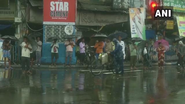 लाइव अपडेट… बंगाल में फेनी तूफान हुआ कमजोर,  AIIMS पीजी की परीक्षा रद्द, अब तक कुल 8 मौतें, ओड़िसा में बड़ा नुकसान