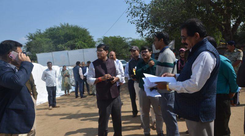 मुख्य सचिव ने बस्तर जिले के करंजी और छापर भानपुरी धान खरीदी केंद्र का किया औचक निरीक्षण