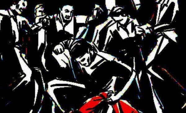 कोरोना lynching : वायरस फैलाने की साजिश रचने के शक में युवक को पीट-पीट कर मार डाला…