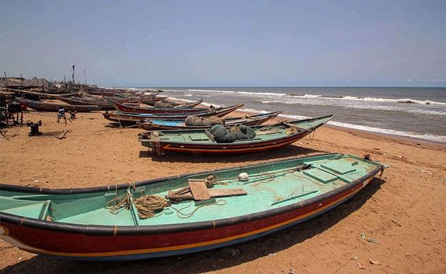 चक्रवाती तूफान अम्फान अगले कुछ घंटों में ले सकता है विकराल रूप, ओडिशा और बंगाल अलर्ट पर…