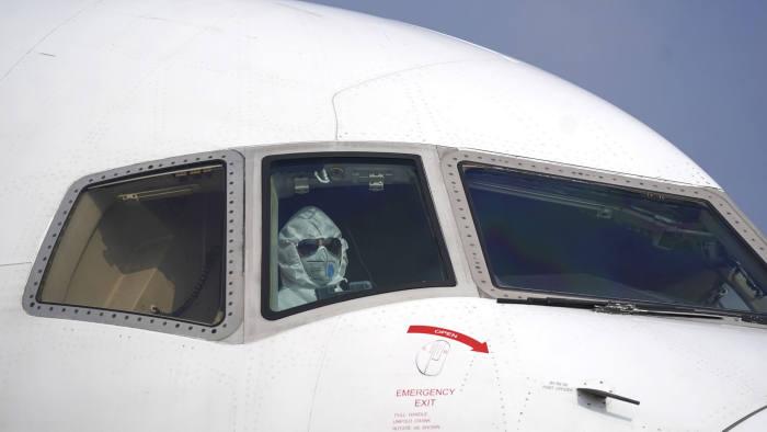 घरेलू उड़ानों की बहाली से पहले सरकार ने जारी की गाइडलाइन, हवाई यात्रियों के क्वांरटाइन पर जोर नहीं, अंतिम फैसला राज्यों का…